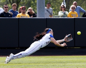 A diving Taylor McElhaney catch.