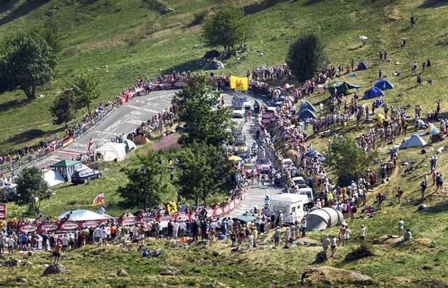 Alp_de_Huez_Switchback_2003