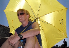 Laura_Tour_Umbrella_2003