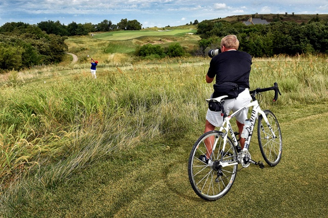 Covering KU women's golf at Colbert Hills in Manhattan on my bicycle.