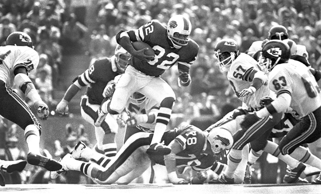 O.J. Simpson breaking a 49-yard run against the Kansas City Chiefs on October 3, 1976.