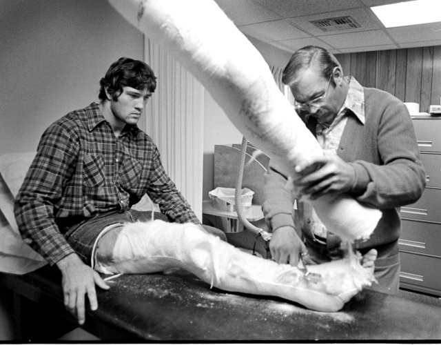 The cast on Nolan Cromwell's injured right knee was removed in January 1977.